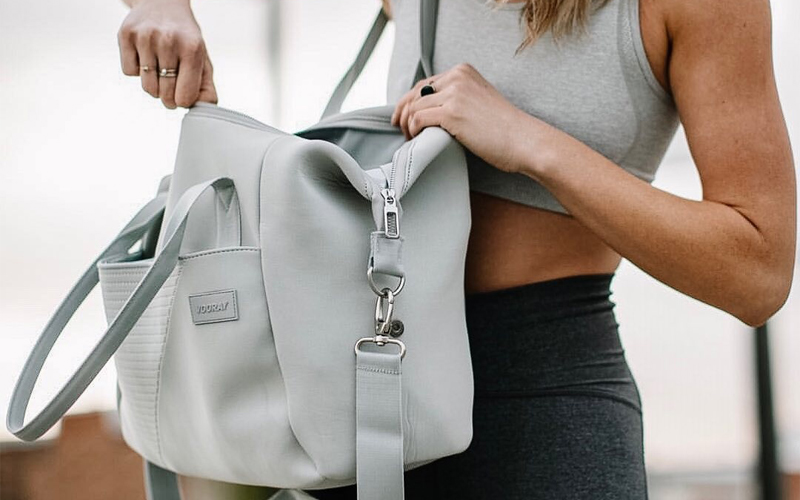 WHAT ALL TO CARRY IN YOUR GYM BAG?