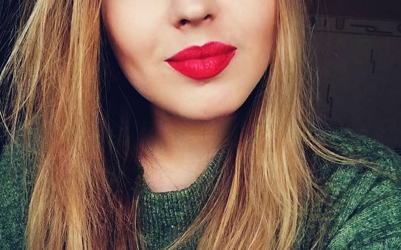 GIVE YOUR LIPS A FAKE PLUMP IN 5 EASY STEPS