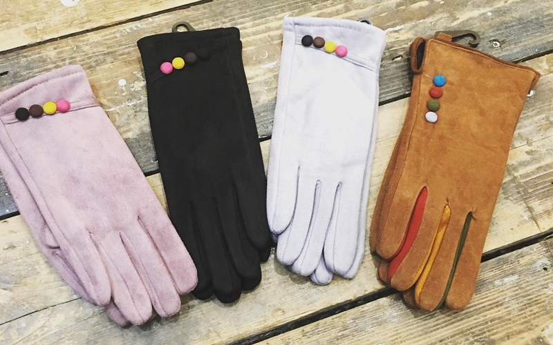 STYLISH GLOVES FOR THE CHILLY SEASON