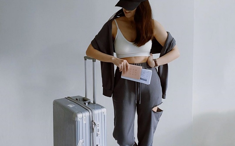 Comfy And Cute Airport Outfit Ideas: Travel with Style