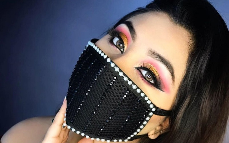 Ingenious tips to keep your makeup from getting smudged when wearing a mask