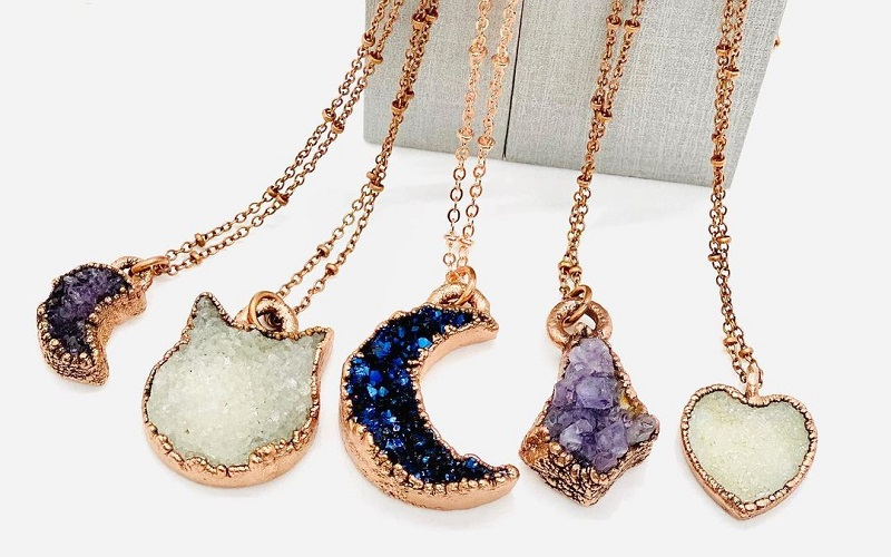 Top Elegant Pendants To Have In Your Jewelry Box